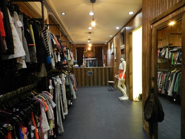 Més Que Un Vintage Breathes Life into Bushwick's Vintage Scene — Fashion and Shopping on Bushwick Daily