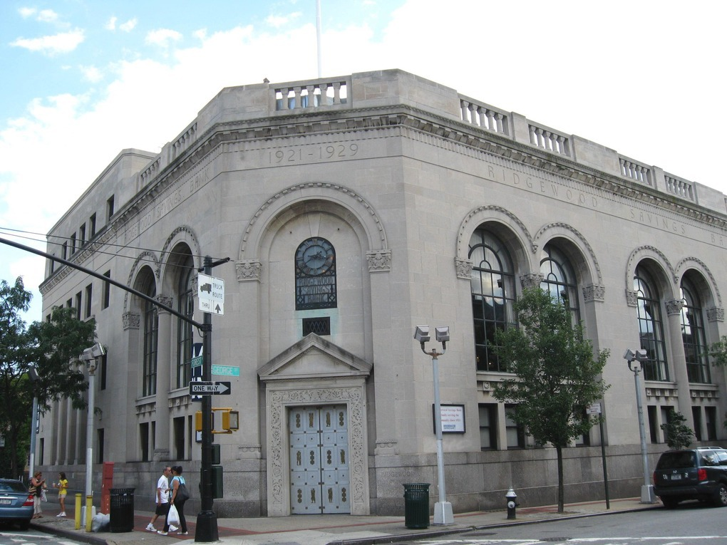 Ridgewood Savings Bank: 6 Signs You've Found the Right Bank — Sponsored on Bushwick Daily