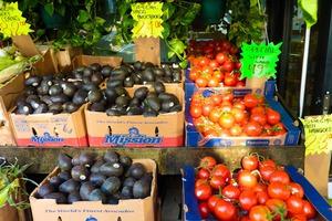 Shopping at Hi Mango – New Natural Market in Bushwick