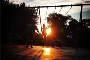 "#BushwickDaily Insta-Takeover: Pics of Bushwick as the Sun Set and Suzi Sadler Studies ""Paint"""