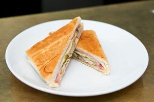 In Search Of A Great Cuban Sandwich: Cafeteria La Mejor